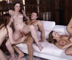 Retro Orgy, Girls With..