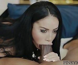Victoria Latina..