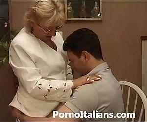 Mature Granny italian -..