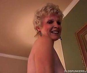 Sexy granny has a wet..