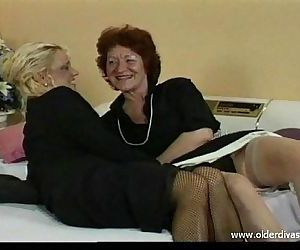 Old lesbians in..