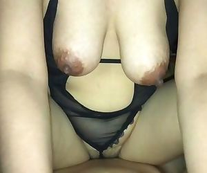 35 YEAR OLD THAI MOM IN..