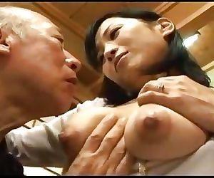 एशियाई माँ
