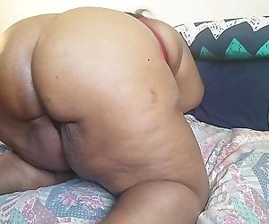 WATCH THIS EBONY MILF..