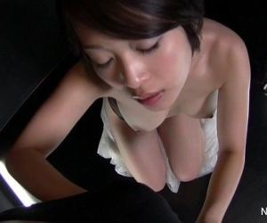 Asian slut gives a sexy..