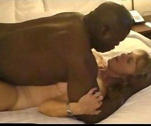 1097819 mature hot wife..