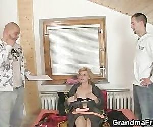 She gives her old pussy..