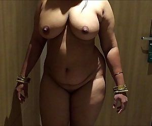 INDIAN DESI WIFE AUNTY..