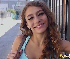 pigtail teen girl gesichtsbehandlung