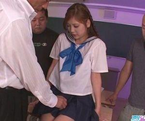 Schoolgirl Yura Kasumi..