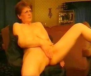 Hot granny rubbing her..