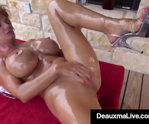 Naked Mommy Deauxma..