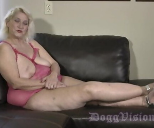 GILF Anal Fucked by 30..