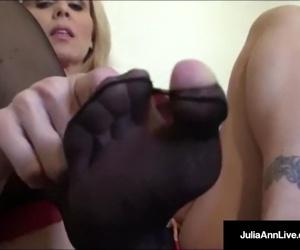 Ultimate MILF Julia Ann..