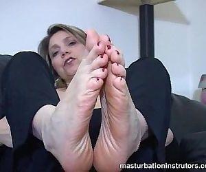 Mature chick foot..