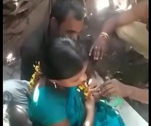 Indian Aunty enjoying..