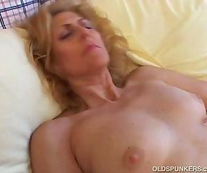 Mature amateur loves to..