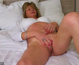 hot assed late 50s gilf..