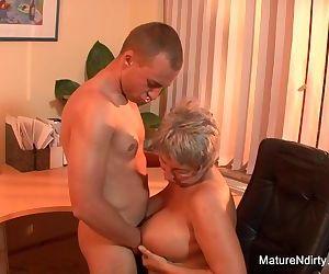 Mature BBW takes a load..