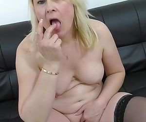 Real amateur mature mom..
