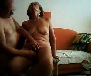 Old slut having great..