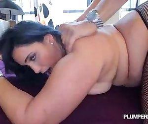 Sexy Plump Latina Bangs..
