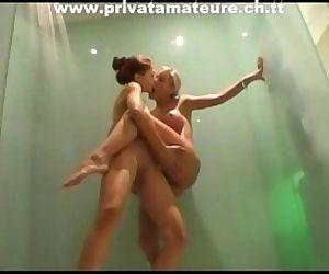 2 young lesbian teens..